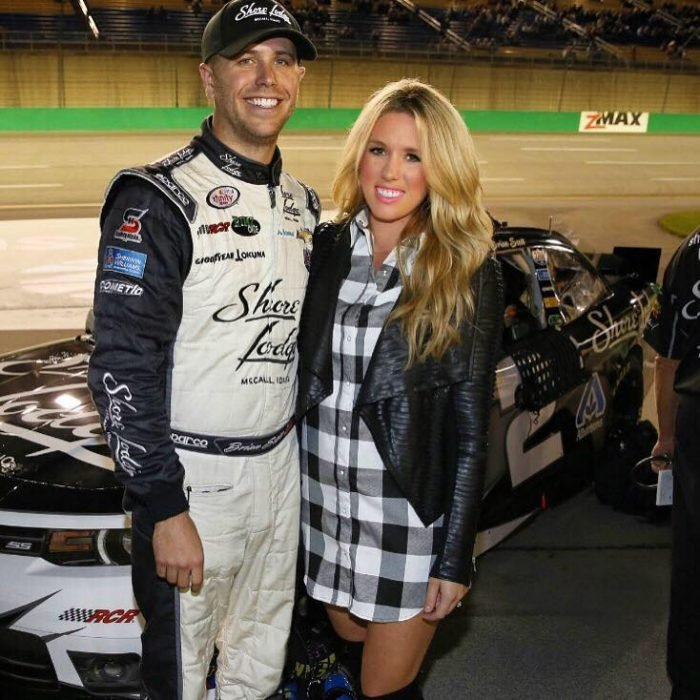 Brian Scott piloto de NASCAR y su novia la modelo Whitney Kay