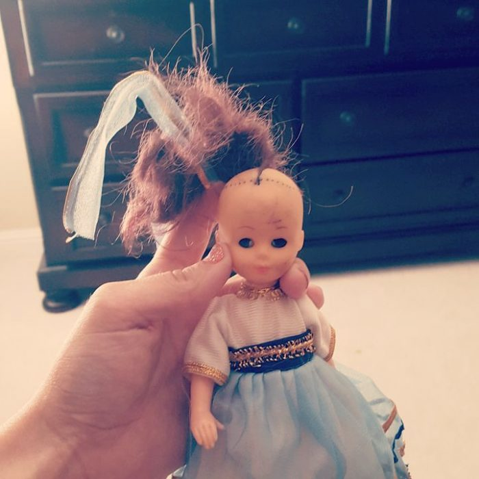 Muñeca con el cabello calvo