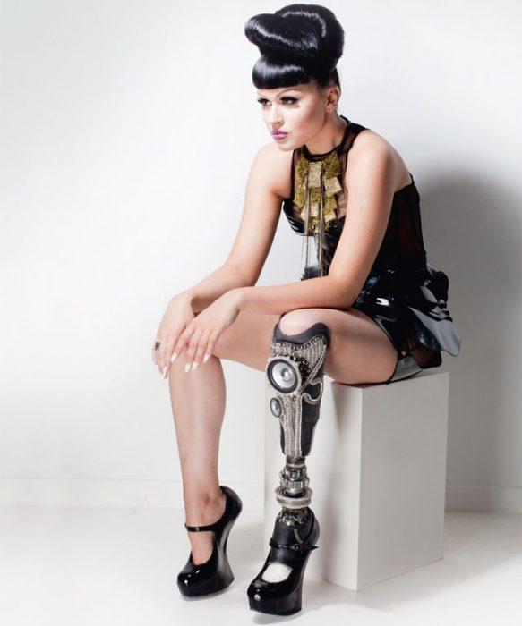 Victoria Modesta Modelo que tiene una pierna amputada