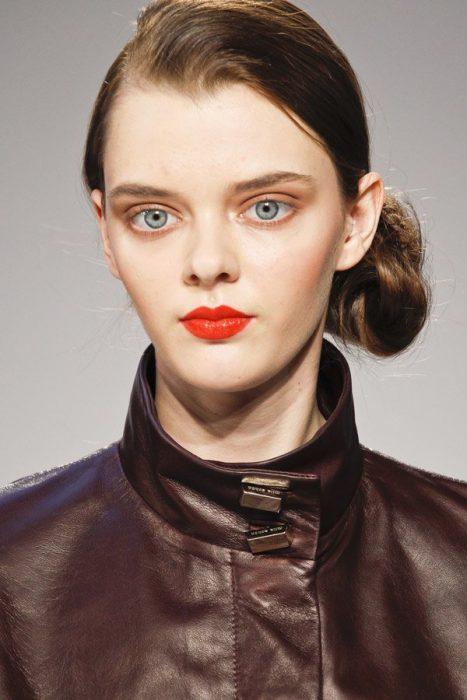 """Masha Tyelna modelo de ojos grandes que es llamada """"hermoso duende"""""""