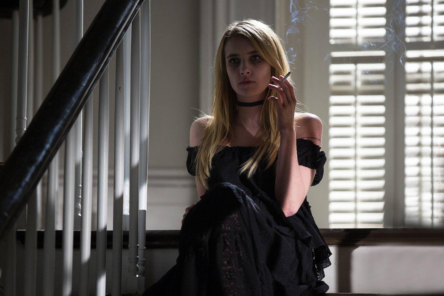Una chica vestida de negro