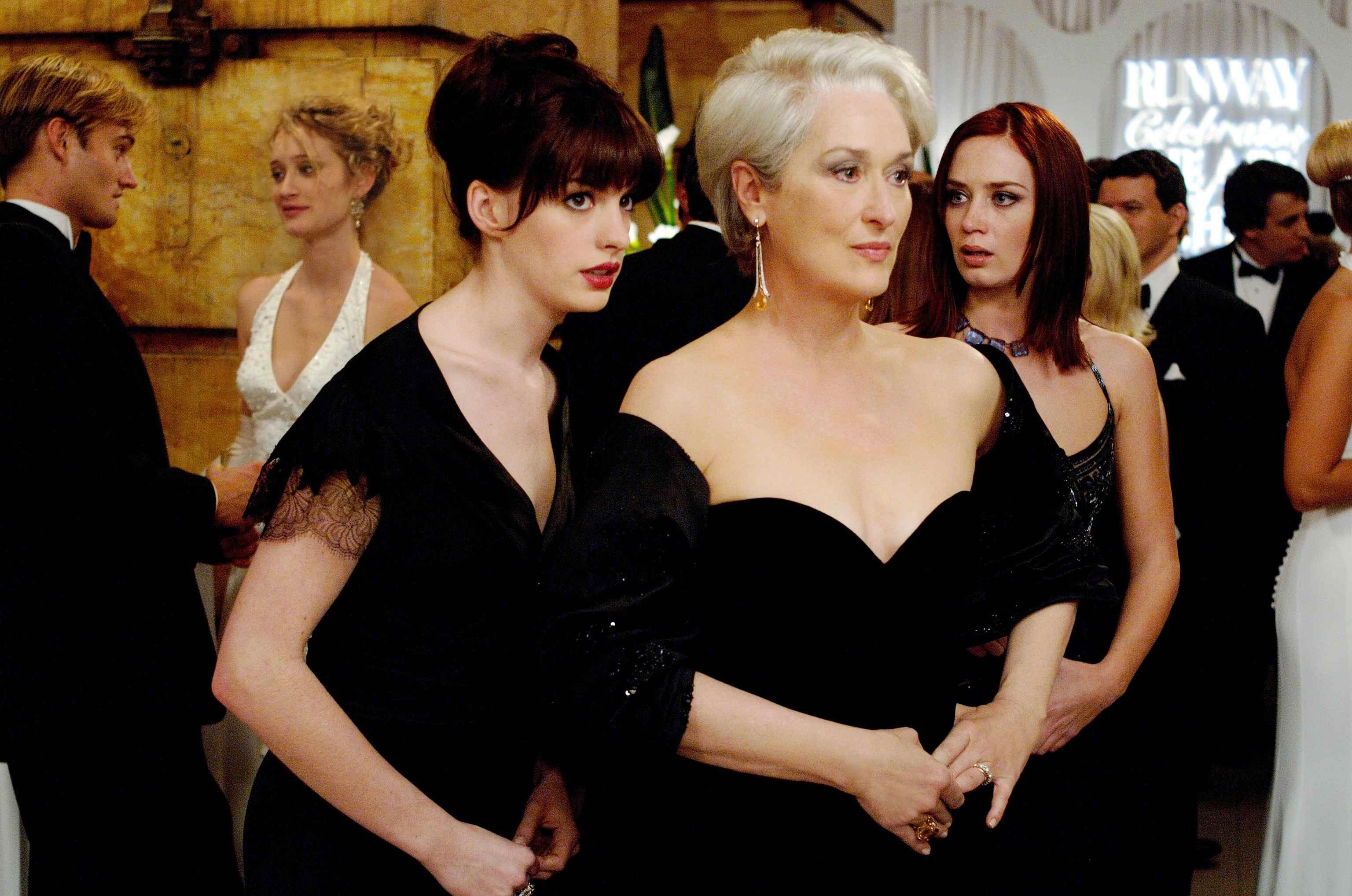 Se me aparecio una mujer vestida de negro