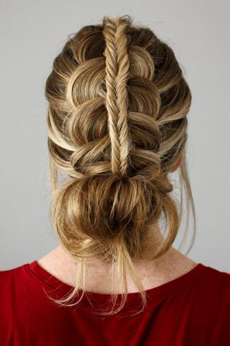 Peinados para fiestas chongo bajo con trenza arriba