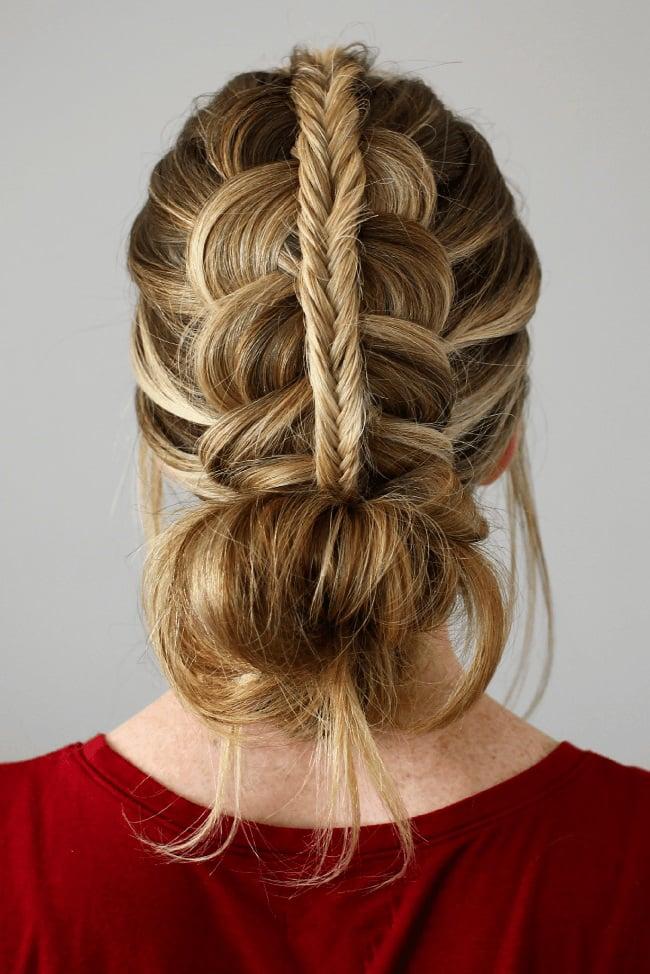 peinados para fiestas chongo bajo con trenza arriba - Peinados Fiesta