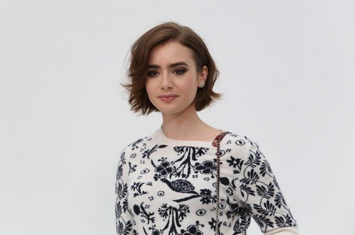 Chica con el cabello corto