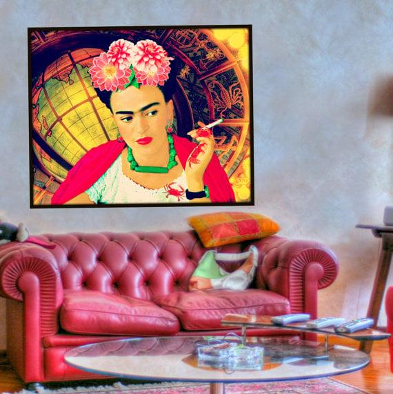 Cuadro de Frida Kahlo en la sala de estar de una casa
