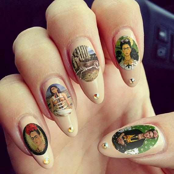 Uñas con estampas de Frida Kahlo