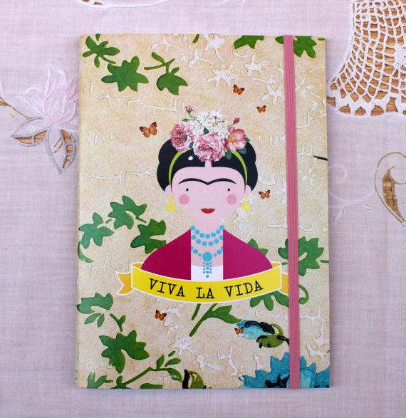 Libreta con la cara de Frida Kahlo y flores