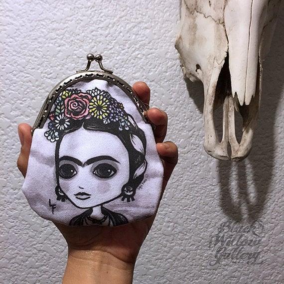 Monedero pintado con la cara de Frida Kahlo
