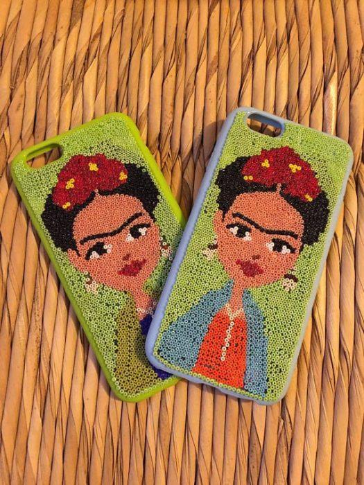 Case de Frida Kalho con lentejuelas