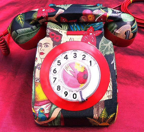Telefono de disco con estampados de Frida Kahlo