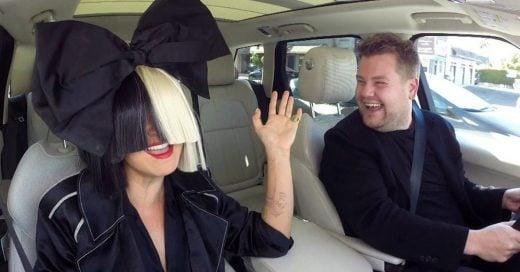 Sia cantó todos sus éxitos junto a James Corden en un nuevo episodio de 'Karaoke en el auto'