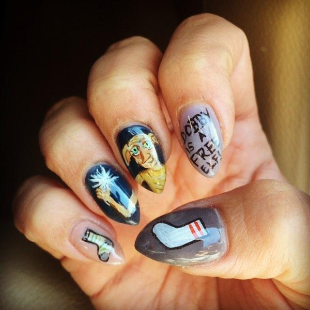 Uñas de Harry Potter pintadas con dobby