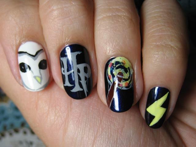 Uñas de Harry Potter pintadas con iconos del mago