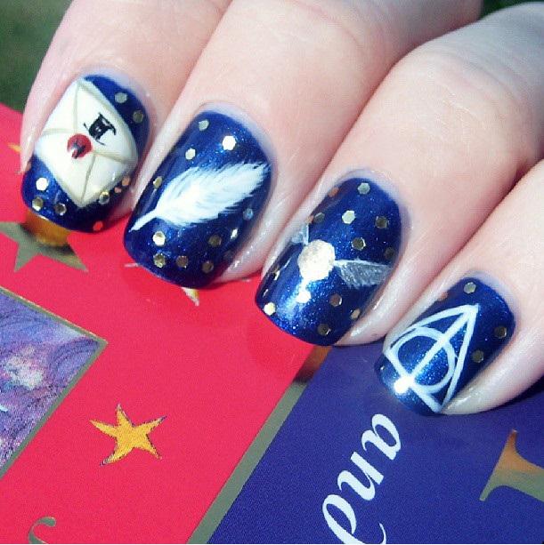 Uñas de Harry Potter en color azul