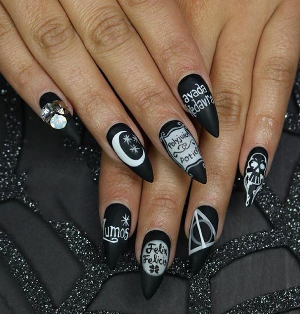 Uñas de Harry potter con los encantamientos de magia