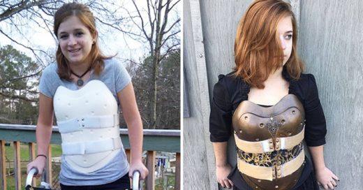 Chica transforma su corsé ortopédico en una armadura