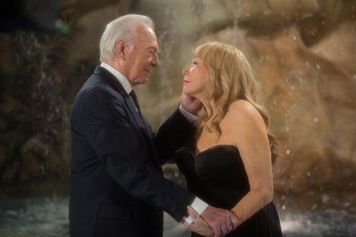 hombre y mujer tercera edad enamorados elsa y fred