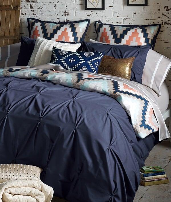 15 ideas de combinaciones de colores para tu dormitorio - Cortinas azul marino ...