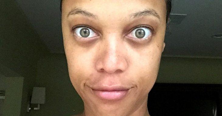 selfie mujer al natural sin maquillaje