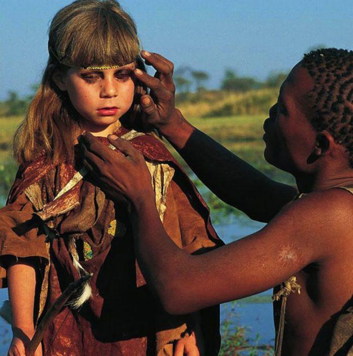 niña tippi en la selva maquillaje de tribu