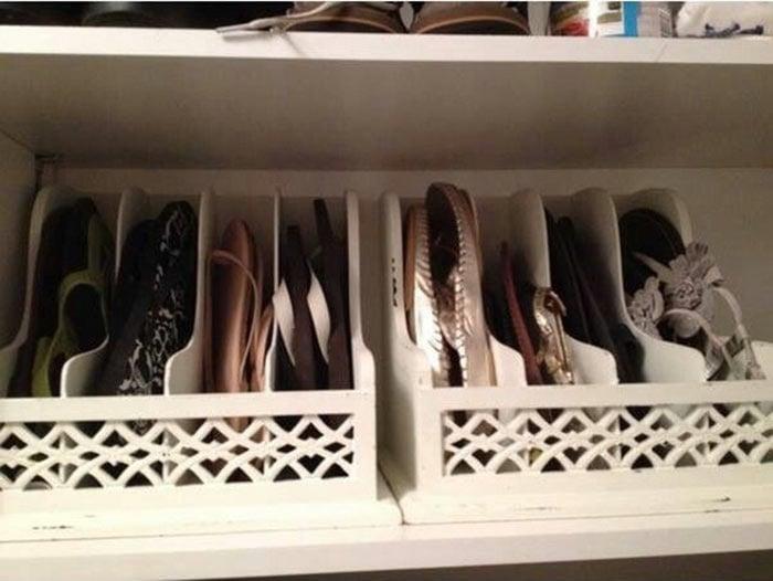 separador de revistas para guardar zapatillas y sandalias