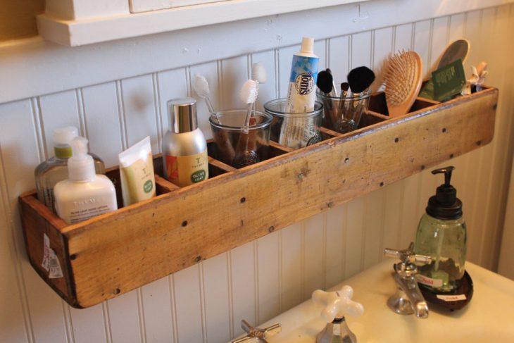 comoda de cds para organizar artículos de baño