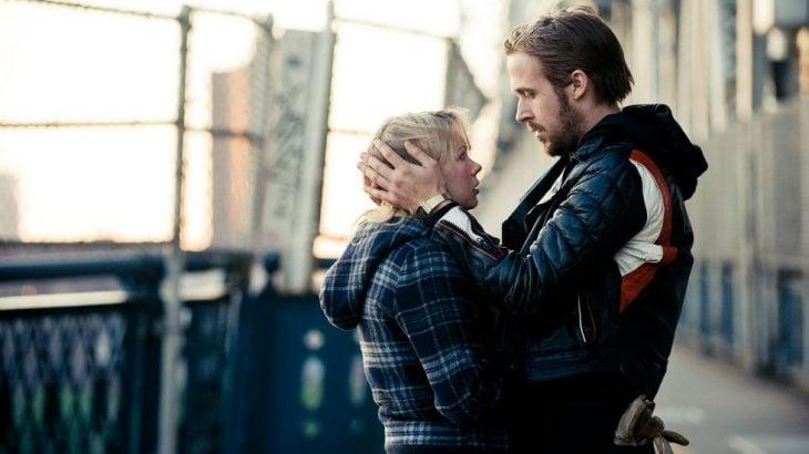 hombre y mujer abrazados triste san valentin