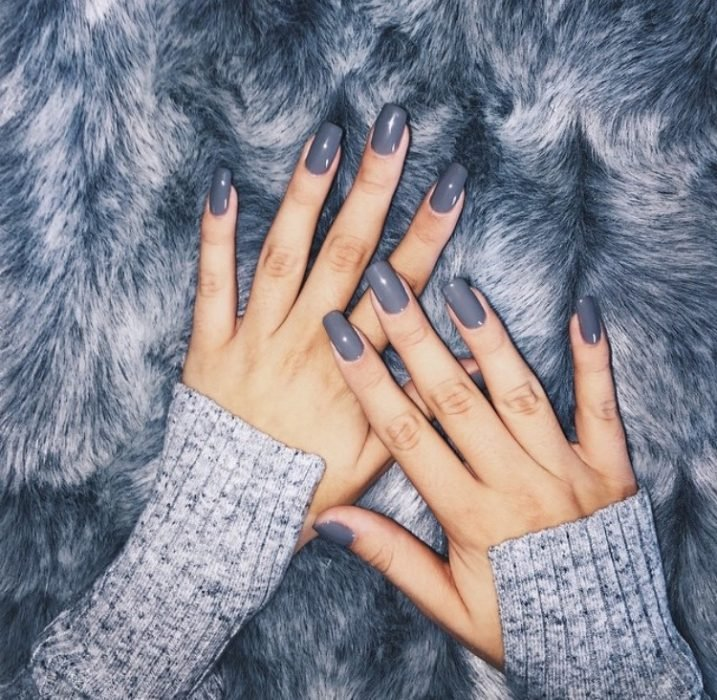 manicura gris uñas personalidad indecisa
