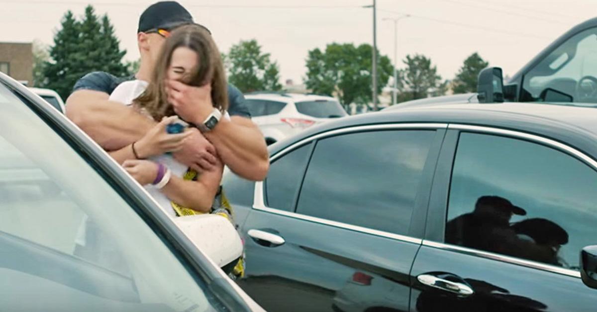 Hábitos de seguridad que deben tener las mujeres en un estacionamiento