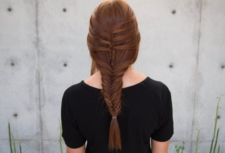 trenza de cabello haca atrás estilo sirena
