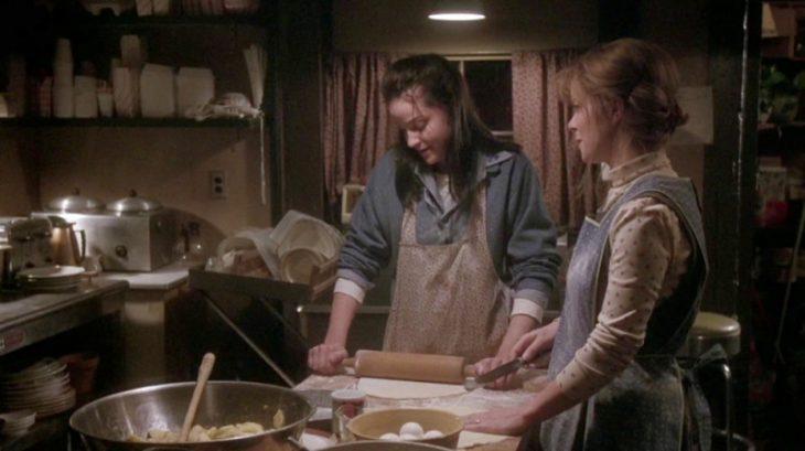 dos mujeres cocinando