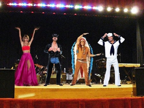 guerra photoshop taylor swift baile ymca