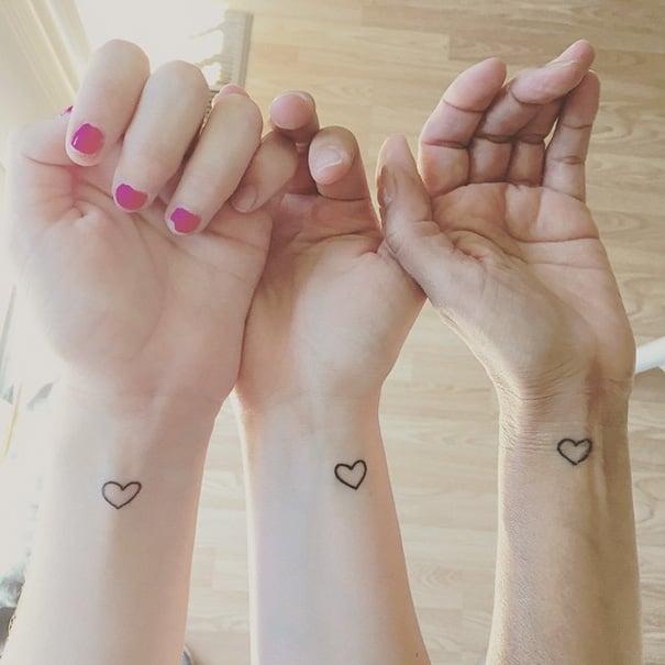 tatuajes hermanas corazones