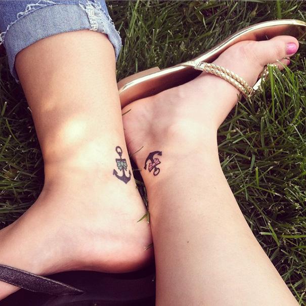 tatuaje hermanas anclas
