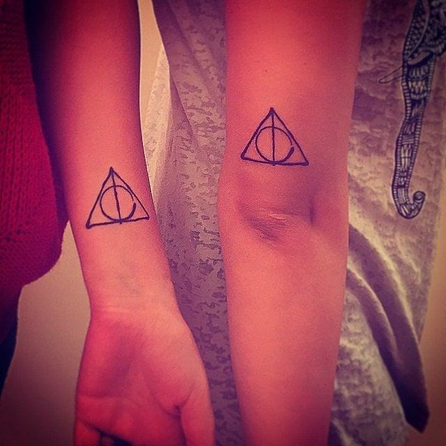tatuajes hermanas triángulo