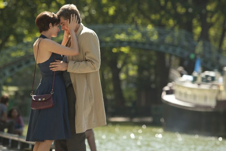 Escena de la película one day . Chica abrazando a un chico