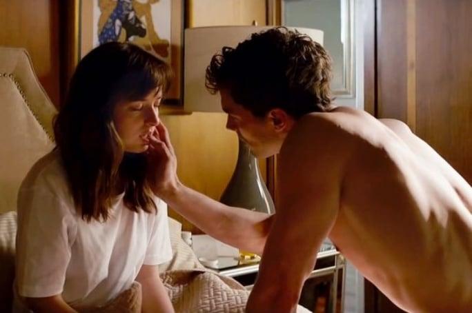 hombre seduciendo a su pareja