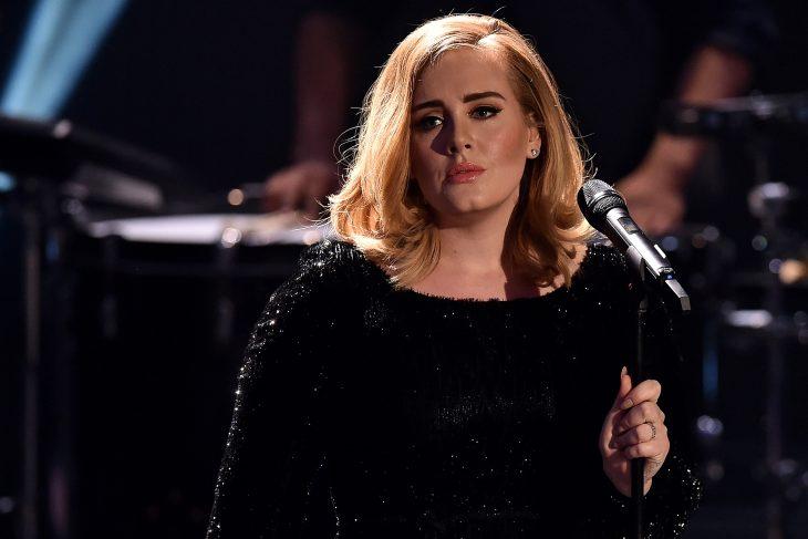 Adele en un concierto enojada