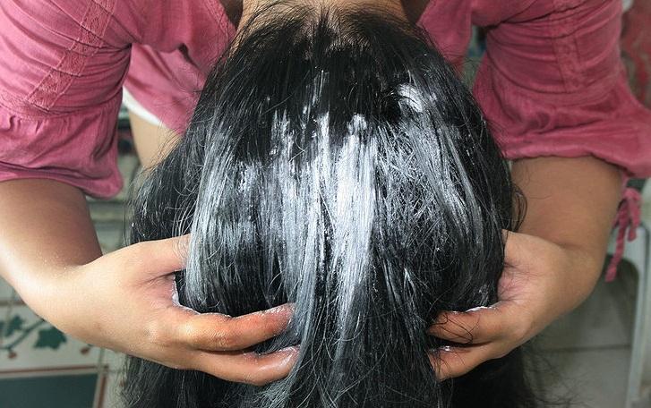 talco en el cabello