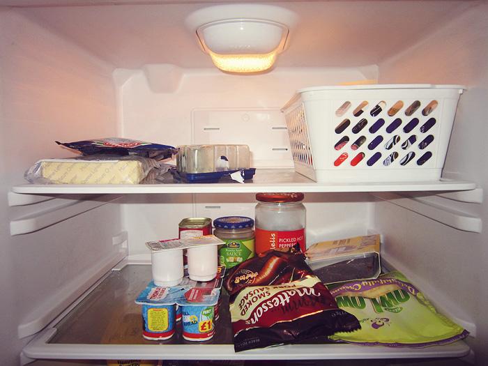 cosméticos en el refrigerador