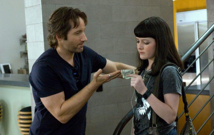 Escena de la serie castle padre e hija con dinero