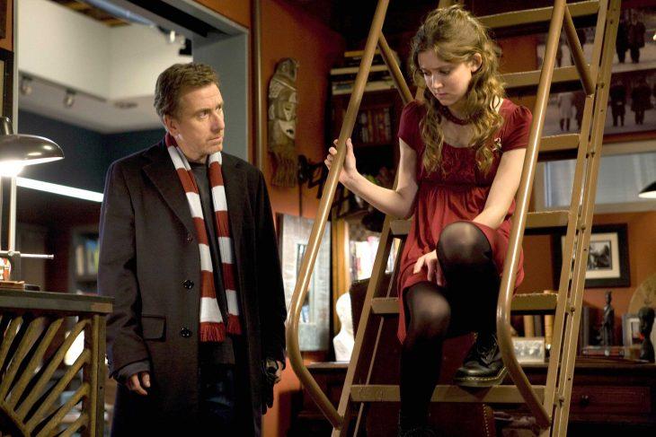Escena de la serie Lie to me padre e hija conversando
