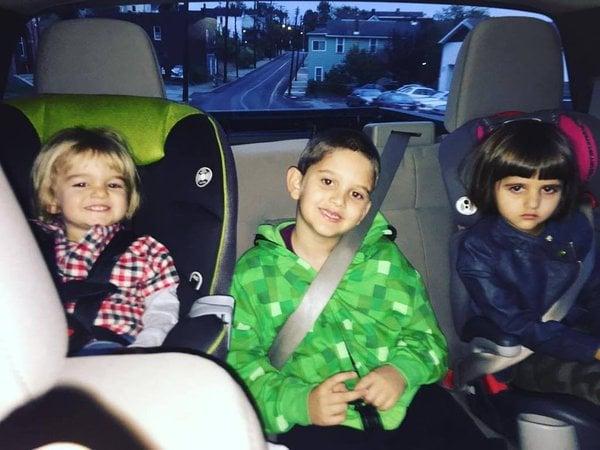 niños en viaje