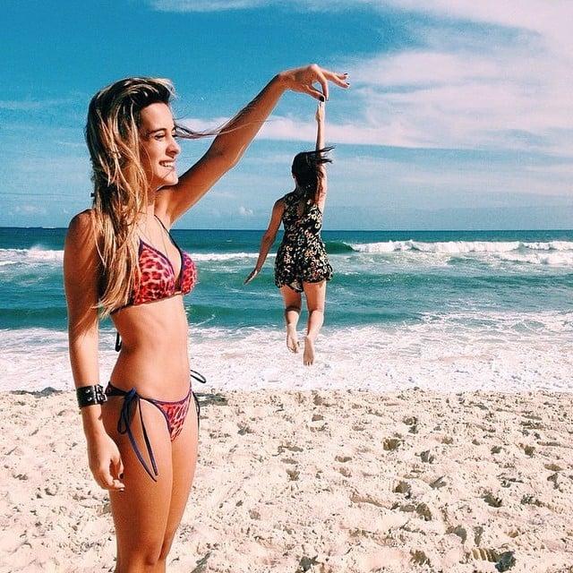 chicas fotografía perspectiva en la playa