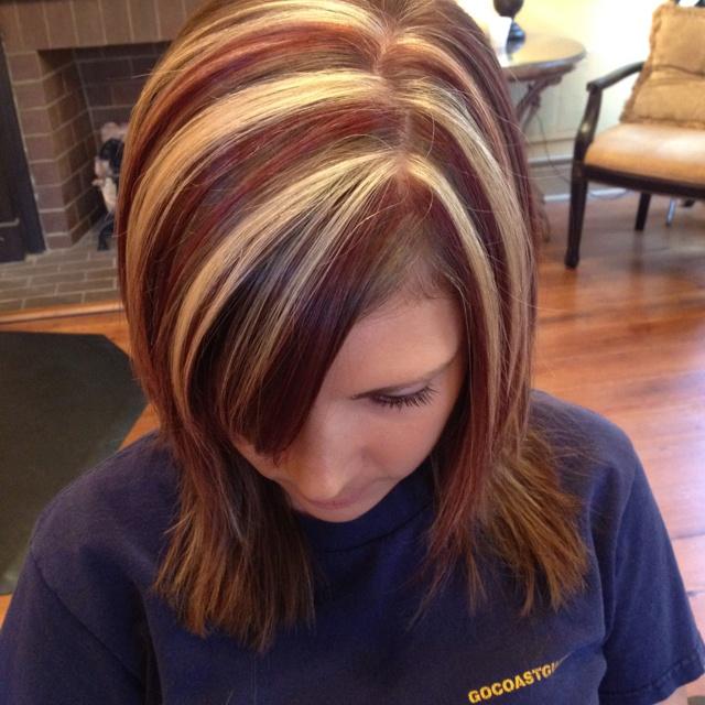 Chica con el cabello pintado con rayos en 2006