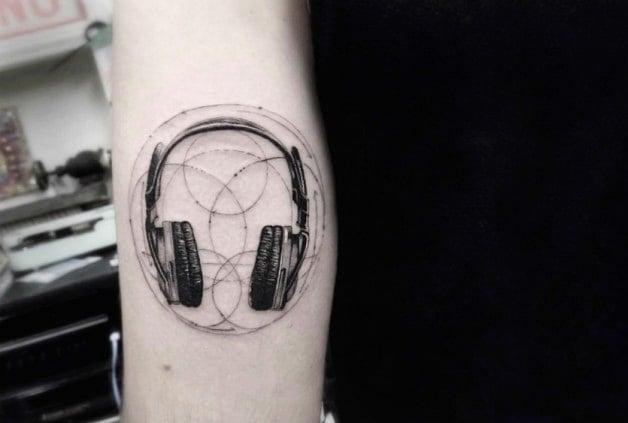 tatuaje audífonos