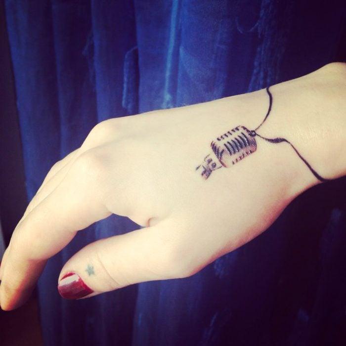 tatuaje micrófono