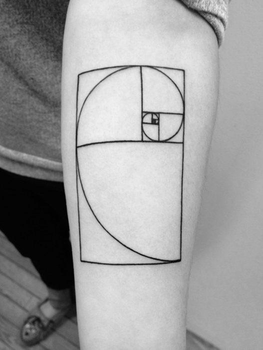 tatuaje proporción aurea