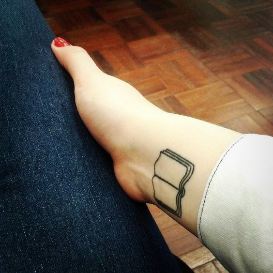 tatuaje libro